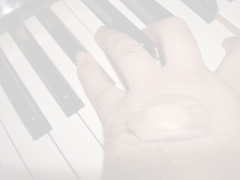 ピアノを弾く(イメージ).jpg